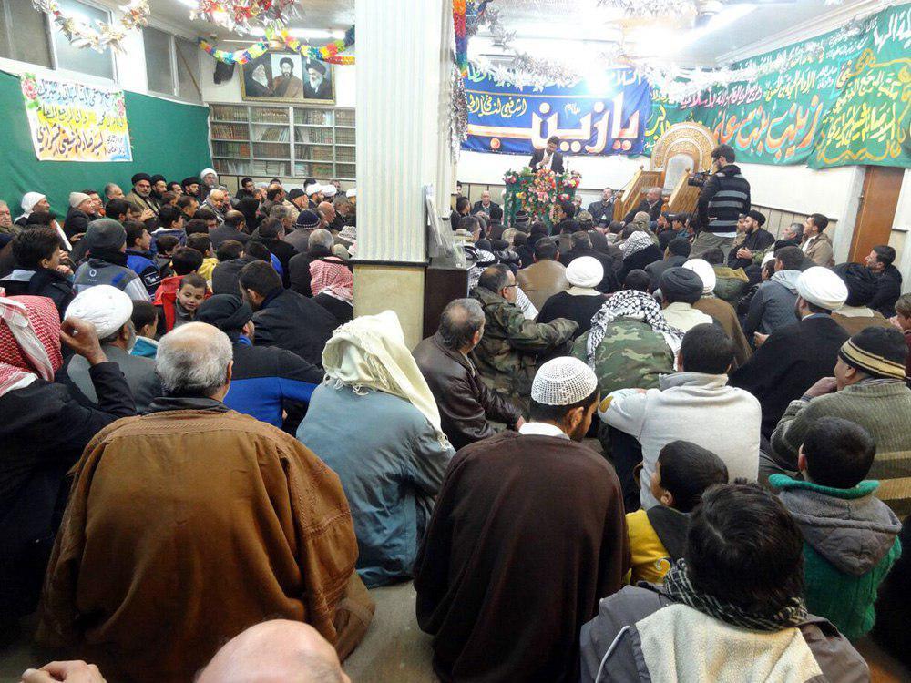 تصویر برپایی مراسم جشن میلاد حضرت زینب کبری سلام الله علیها در دفتر آیت الله العظمی شیرازی شهر دمشق