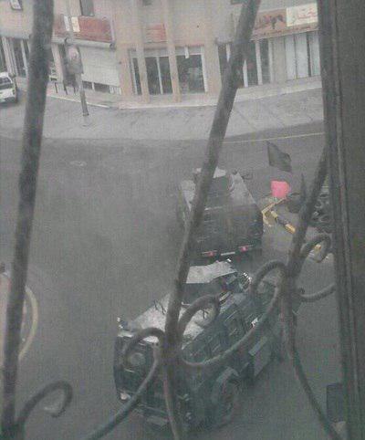 تصویر تیراندازی و حمله نظامیان سعودی به منزل یکی از شهدای العوامیه