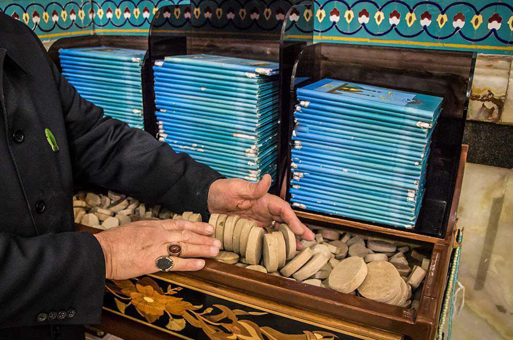 تصویر تربت پاك کربلا در حرم حضرت عبدالعظيم عليه السلام