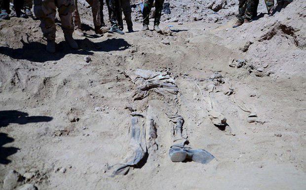 تصویر کشف دو گور جمعی در عراق