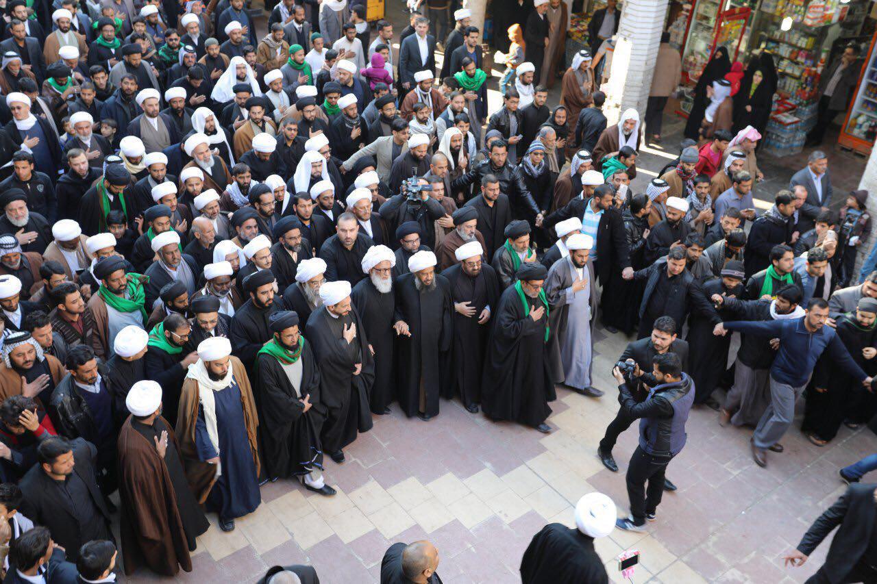 تصویر شركت آيت الله العظمى نجفى از مراجع تقلید در دسته عزادارى فاطمی در شهر مقدس نجف