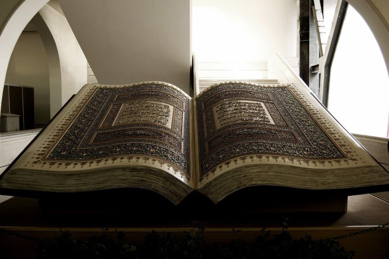 تصویر نمایش نسخ قرآنی در موزه کاخ «موهته» کراچی