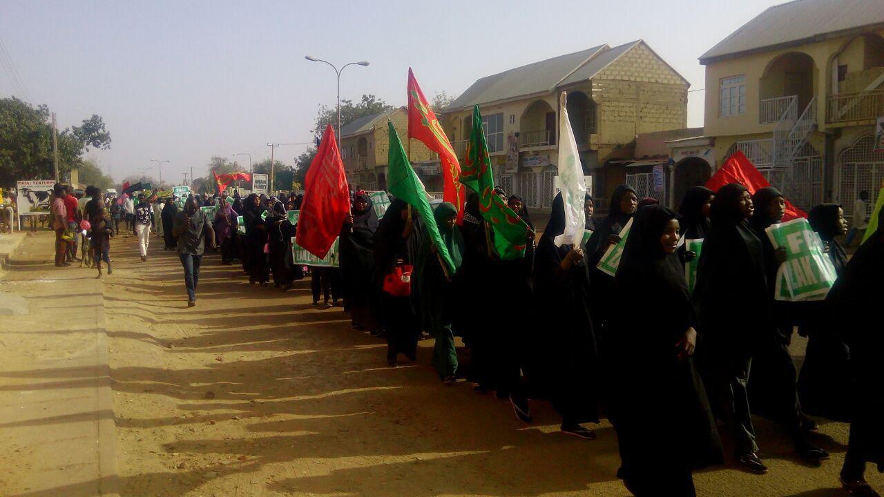 تصویر راهپیمایی مردم نیجریه برای آزادی شیخ زکزاکی در سوکوتو