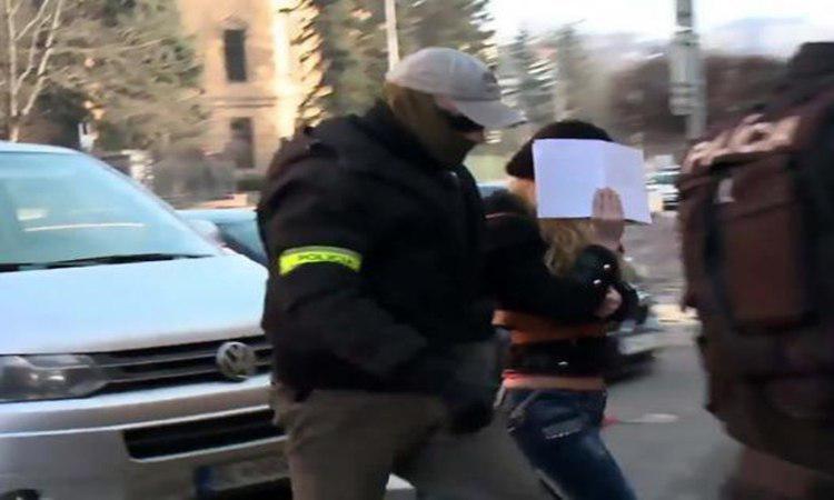 تصویر حبس در انتظار شهروند اسلواک موهن به قرآن