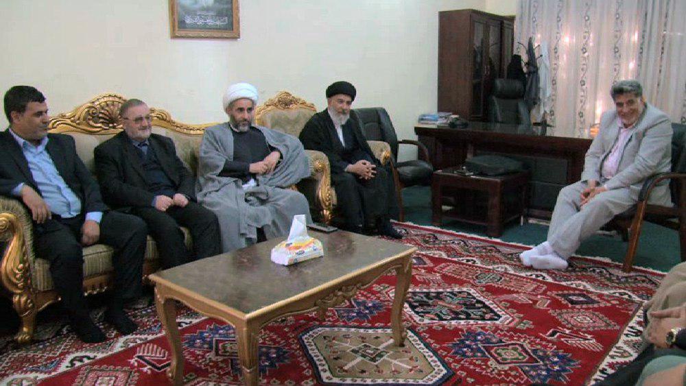 تصویر بازدید هیئت نمایندگی دفتر آیت الله العظمی شیرازی از مرکز روابط عمومی دفتر معظم له در کاظمین
