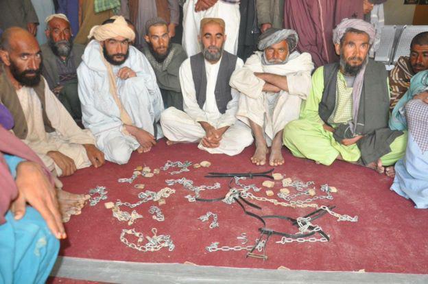 تصویر نجات افغان ها از زندان طالبان