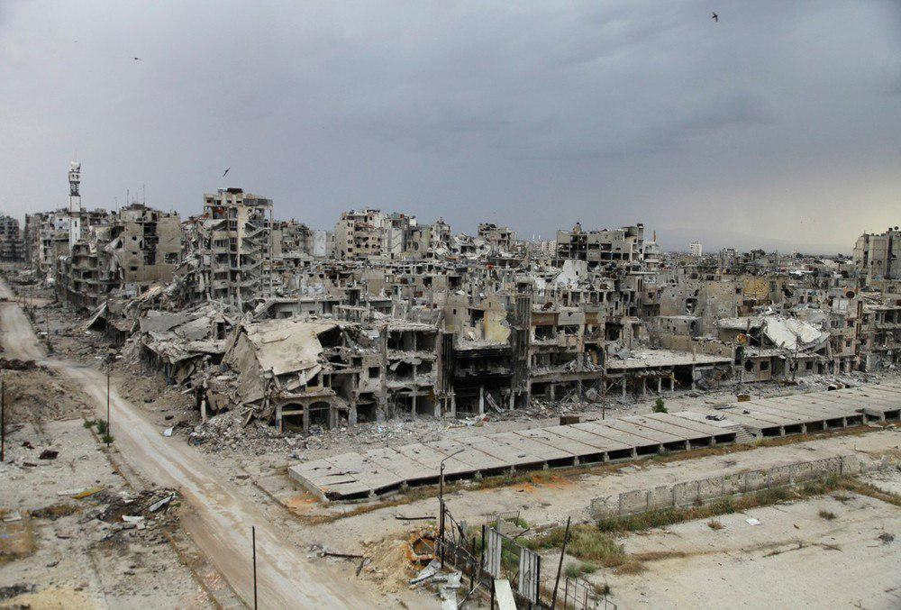 تصویر عقب نشینی تروریستها از آخرین پناهگاهشان در شهر حمص سوریه