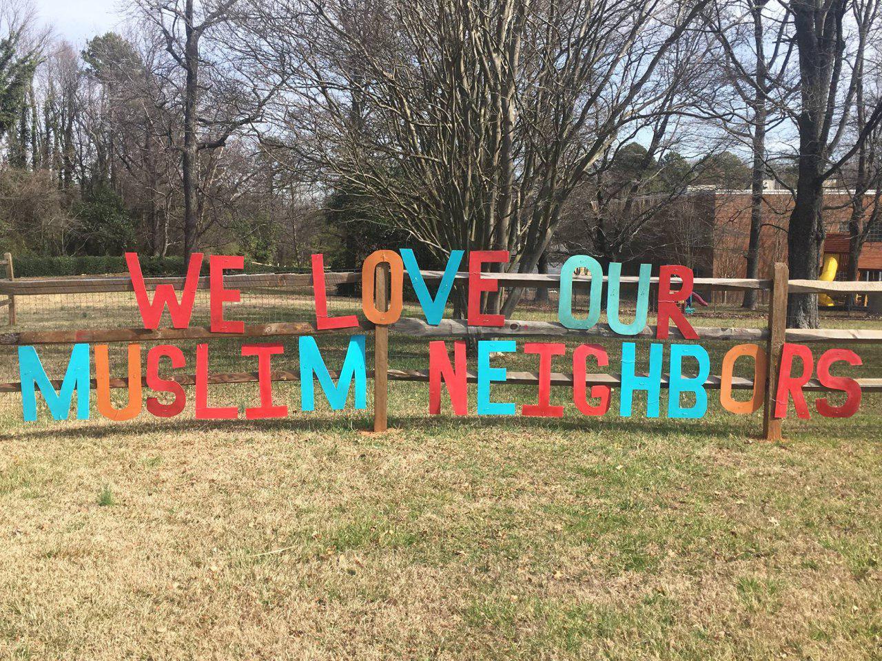 تصویر ابراز محبت کلیسای آمریکایی به همسایگان مسلمان