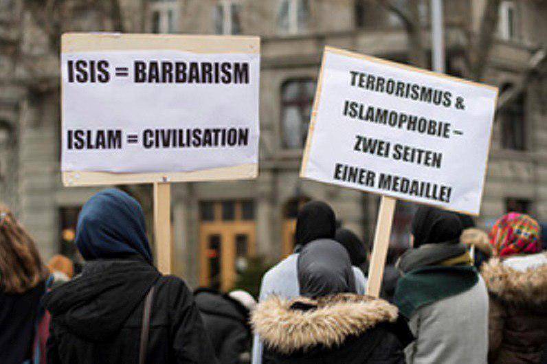 تصویر گردهمایی مسلمانان سوئیس در اعتراض به اسلامهراسی