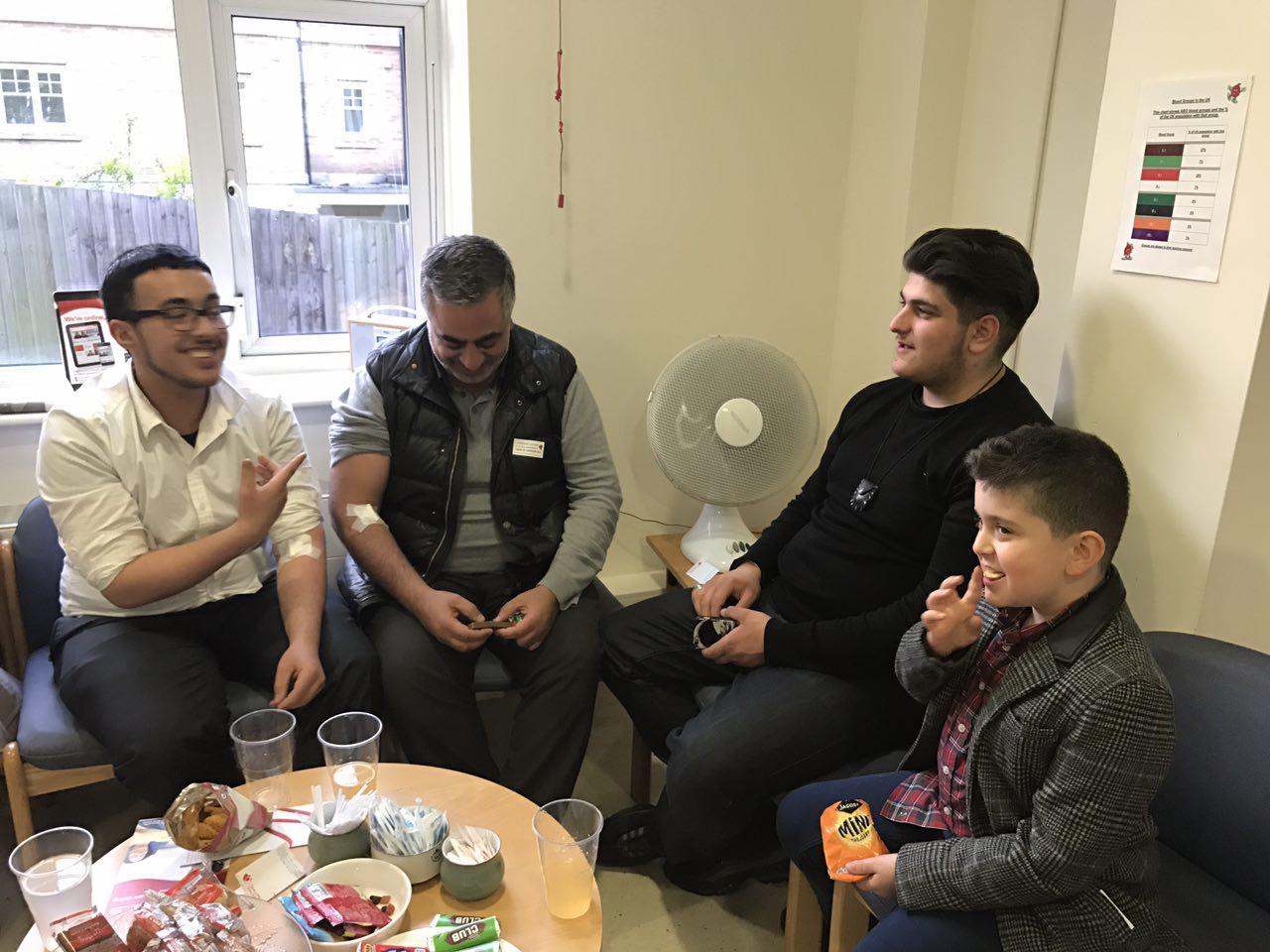 تصویر فعالیت جنبش مردمی اهدای خون در لندن به مناسبت ايام ولادت امام حسين عليه السلام