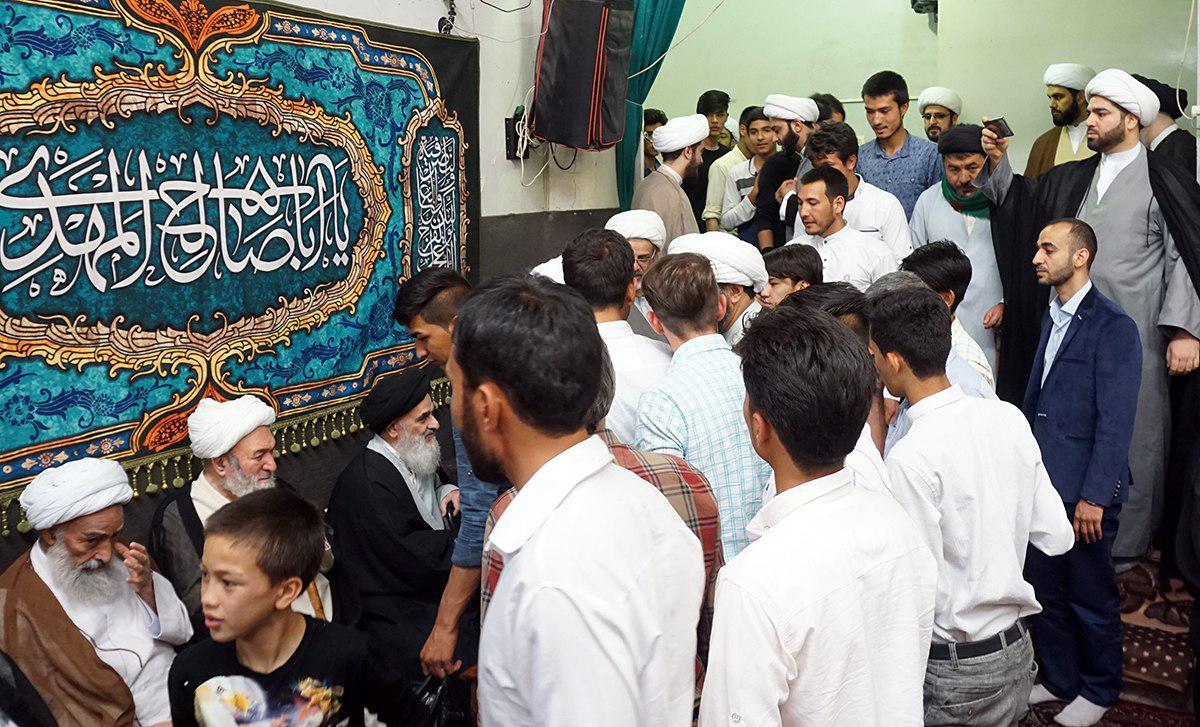 تصویر دیدار گروهی از جوانان افغانستانی با مرجعيت شيعه آیت الله العظمی شیرازی