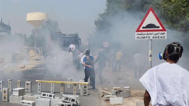 تصویر حمله نیروهای امنیتی بحرین به مراسم تشییع نمادین شهدای «الدراز»