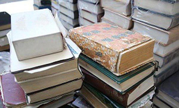 تصویر تعویض قرآنهای فرسوده با نو در کنیا