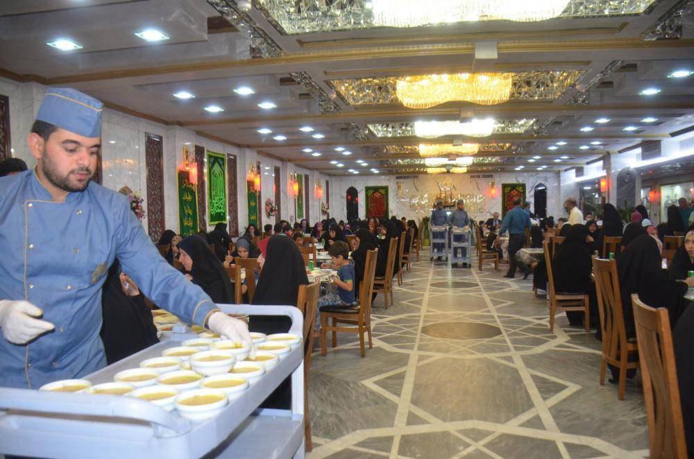 تصویر ضیافت افطار آستان مقدس عباسی برای ایتام