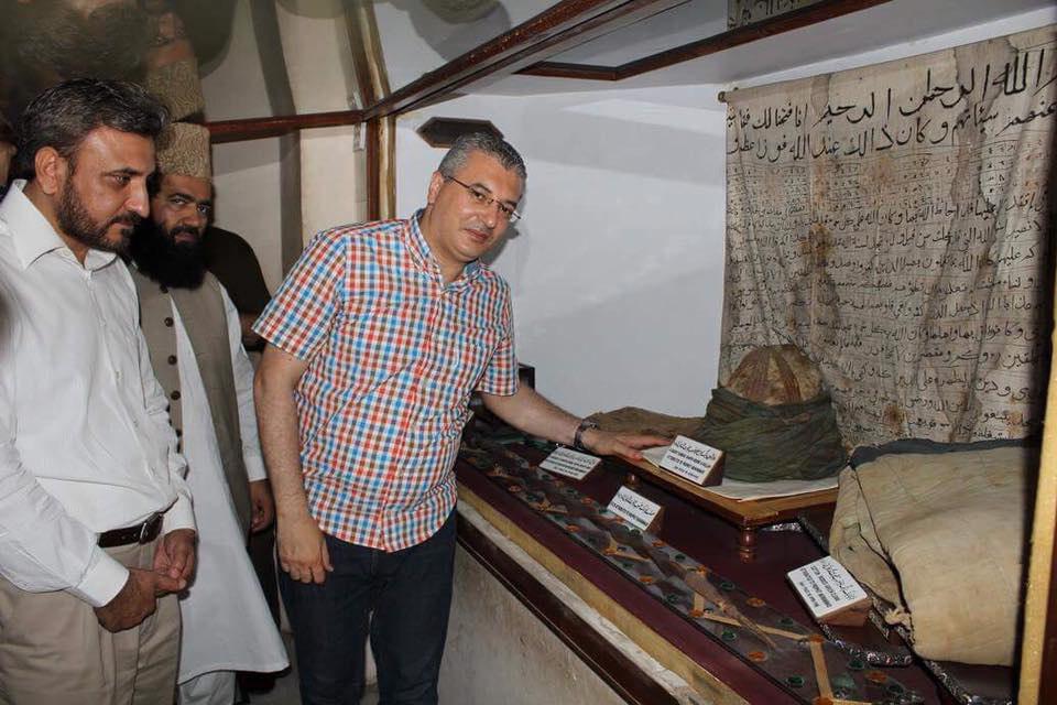 تصویر برگزاری نمایشگاه آثار نبوی و اسلامی در لبنان
