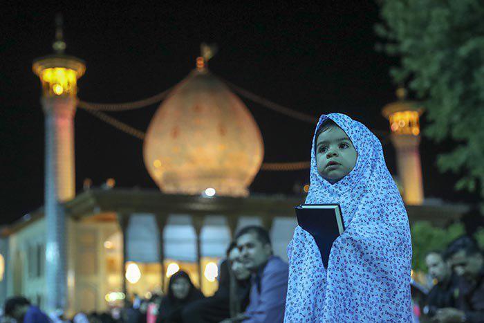 تصویر گزارش تصویری ـ اولین شب احیاء در حرم مطهر شاه چراغ در شیراز