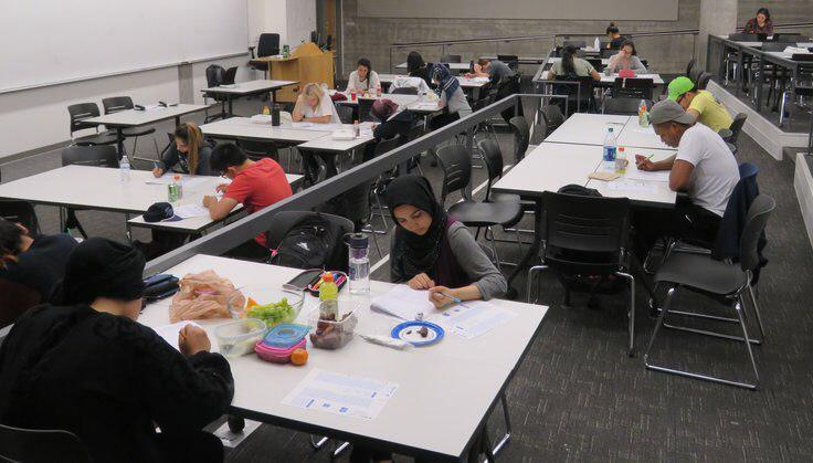 تصویر برگزاری امتحان جداگانه برای دانشجویان روزه دار در آمریکا
