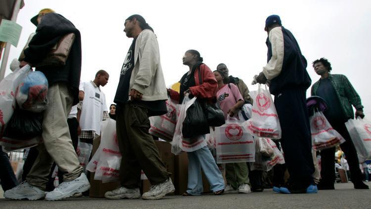 تصویر ارائه کمکهای مردمی مسلمانان لس آنجلس به بی خانمانها