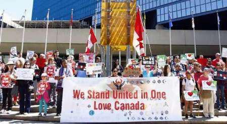 تصویر تجمع شهروندان کانادایی علیه اسلام هراسی و نژادپرستی در این کشور