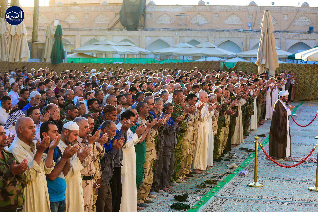 تصویر گزارش تصویری ـ بر پایی نماز عید سعید فطر در حرم «امامین عسکریین علیهما السلام» در شهر سامرا