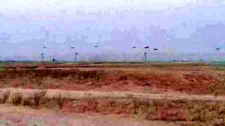 تصویر فرود 7 فروند بالگرد آمریکایی در مناطق تحت اشغال داعش در کرکوک