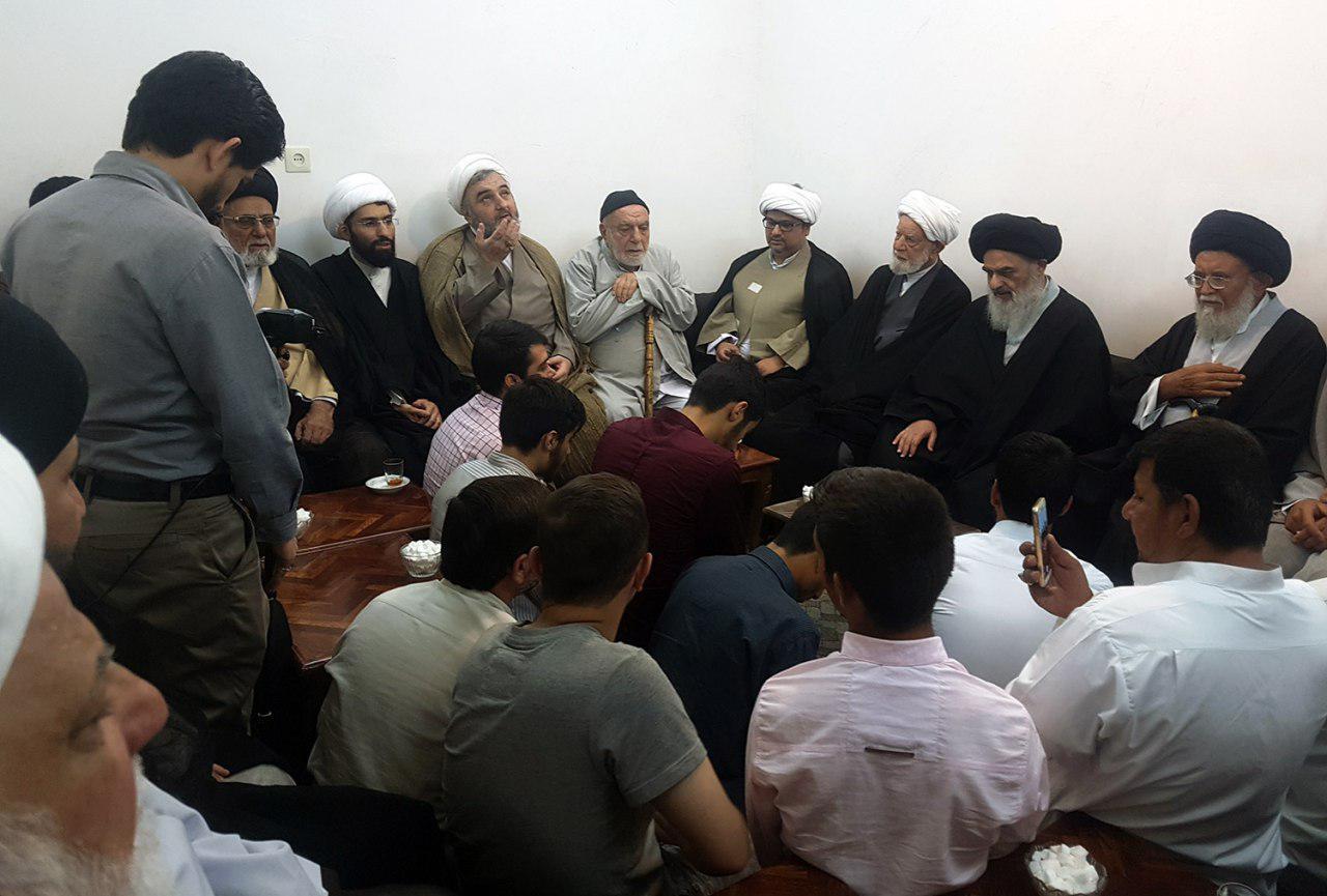 تصویر بزرگداشت روز جهانی بقیع در بیت آیت الله العظمی شیرازی