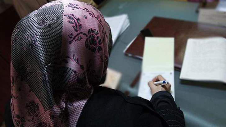 تصویر رای دادگاه هلند به نفع دو دانش آموز دختر مسلمان