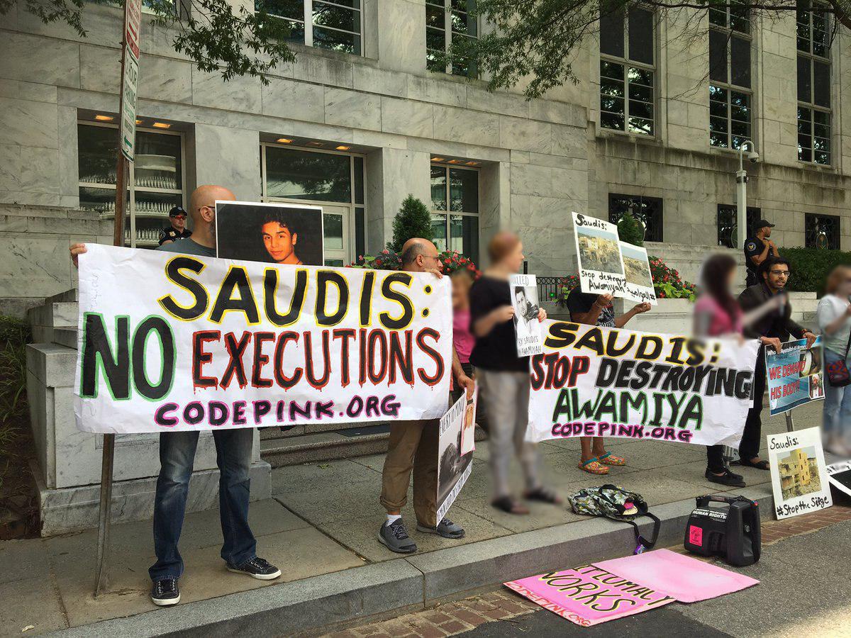 تصویر تجمع فعالان حقوق بشر مقابل سفارت عربستان در واشنگتن