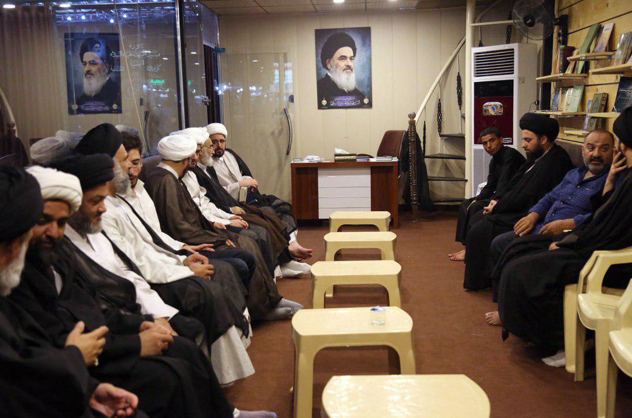تصویر فعالیت های مرکز نشر و تبیین اندیشه های مرجعیت دینی حوزه حضرت سیدالشهدا علیه السلام در شهر مقدس کربلا در روز عرفه