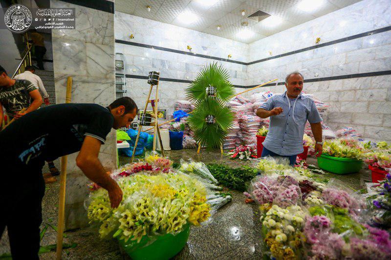 تصویر گل آرایی آستان مقدس علوی با گل های طبیعی