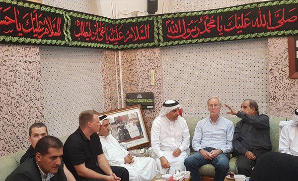 تصویر حضور سفیر آمریکا در بحرین در مراسم عزای حسینی
