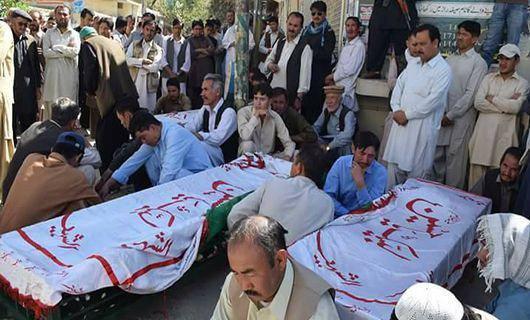 تصویر تحصن خانوادههای قربانیان حادثه تیراندازی کویته پاکستان