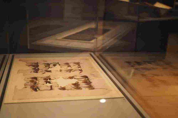 تصویر نمایش نسخ کمیاب قرآن در موزه آکسفورد