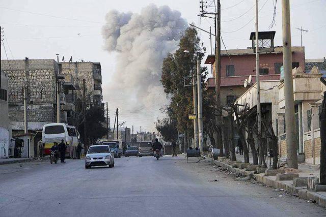 تصویر حمله هوایی به محله تحت کنترل نیروهای سوری در دیرالزور
