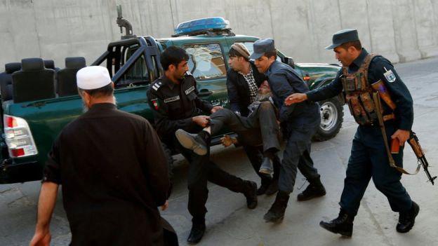 تصویر وقوع انفجار انتحاری در محله دیپلماتیک کابل