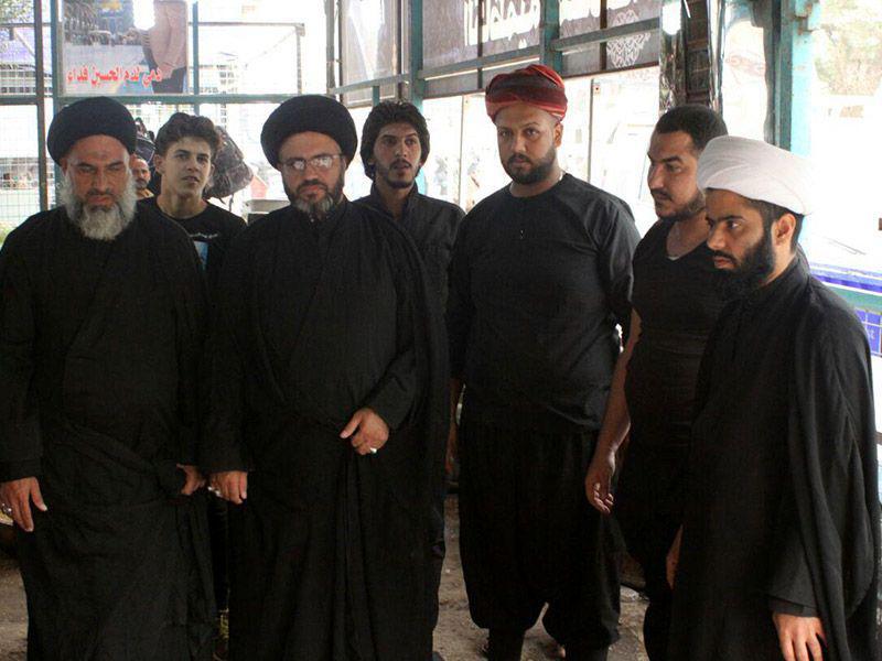 تصویر بازدید نمایندگان بعثه مرجعیت شیعه از موکب ها در شهر مقدس کربلا