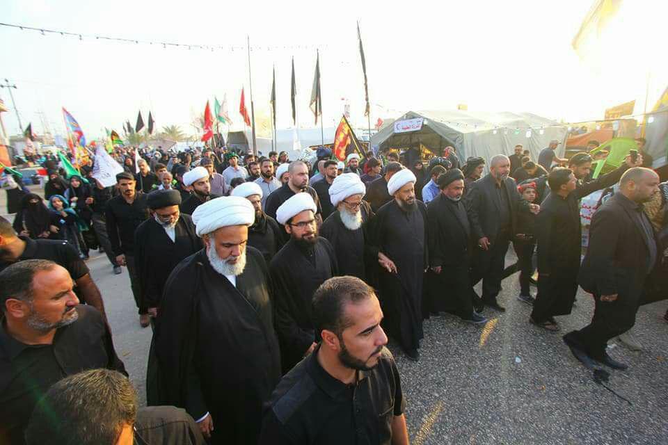 تصویر حضور یکی از مراجع تقلید شیعه در پیاده روی اربعین حسینی
