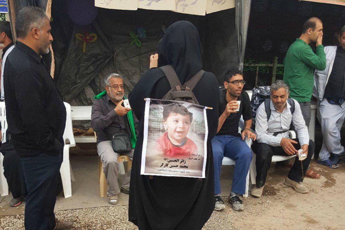 تصویر گزارش تصویری ـ کوله نوشته و کوله آویز های زائران در زیارت میلیونی اربعین حسینی