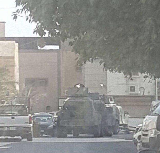 تصویر یورش نیروهای سعودی به منازل شهروندان در قطیف