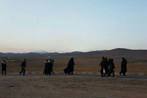 تصویر گزارش تصویری – ارادتمندان حضرت علی بن موسی الرضا علیه السلام، با پای پیاده به سمت حرم مطهر رضوی در شهر مقدس مشهد حرکت کردند