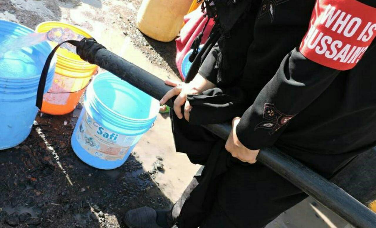 تصویر توزیع آب آشامیدنی در روستاهای تانزانیا از سوی سازمان شیعی «حسین کیست؟»
