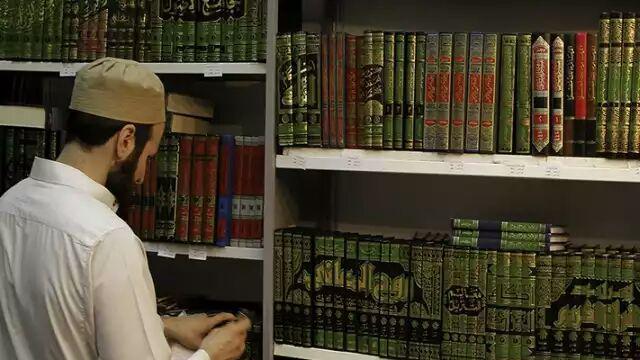 تصویر جمع آوری کتب شیعه به بهانه مبارزه با افراطگرایی در مراکش