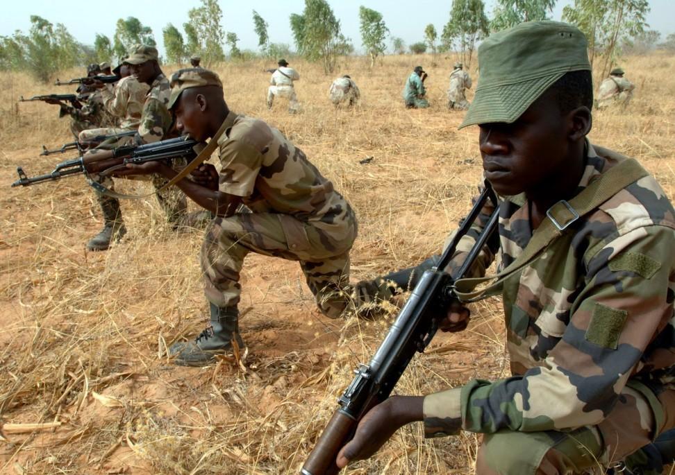 تصویر یک هزار جنگجوی بوکوحرام خود را تسلیم نیروهای دولتی نیجریه کردند