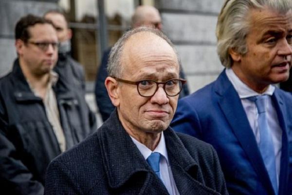 تصویر سیاستمدار هلندی خواستار سوزاندن مساجد شد