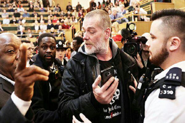 تصویر حمله تندروهای انگلیس به سخنرانی شهردار مسلمان لندن