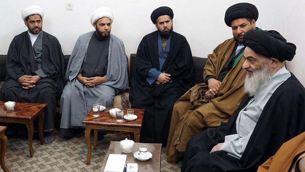 تصویر تأکید آیت الله العظمی شیرازی بر جذب جوانان و اتحاد مجاهدان، در دیدار طلاب علوم دینی نجف اشرف