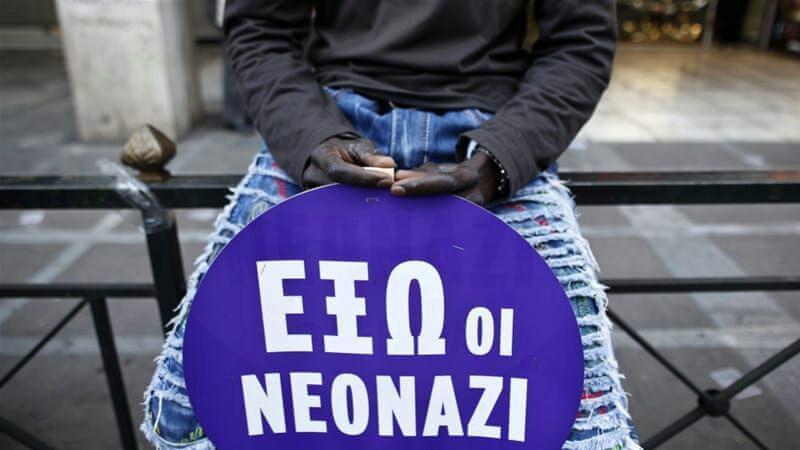 تصویر نئونازیهای یونان مسلمانان را تهدید کردند؛ همه شما را میکشیم
