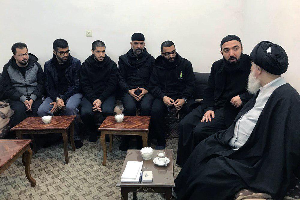 تصویر ملاقات جمعی از جوانان کویتی با مرجعیت شیعه