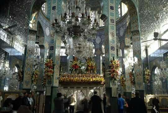 تصویر گزارش تصویری – گل آرایی و تزیین حرم حضرت زینب علیها سلام به مناسبت ولادت حضرت – سوریه – دمشق