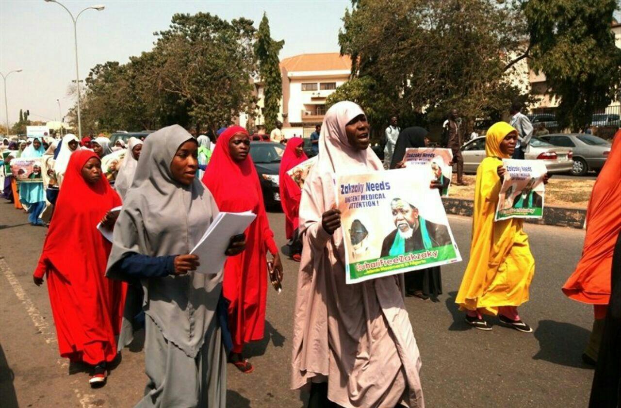 تصویر راهپیمایی زنان شیعه در پایتخت نیجریه برای آزادی شیخ زکزاکی